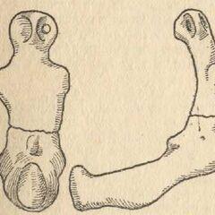 Глиняная мужская статуэтка в сидячем положении.