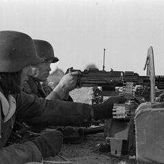 Немецкие солдаты охотно пользовались трофейными ДШК.