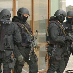 Штурмовая группа. Солдаты вооружены пистолетами-пулемётами <a href=