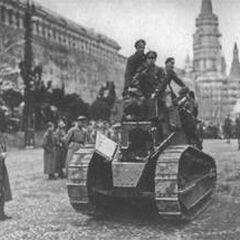 Первомайский парад 1919 года. На переднем плане трофейный танк Renault FT-17.