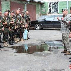 Последние наставления перед выездом на боевое задание в зоне АТО, июль 2014 г.