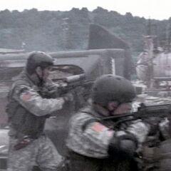 Спецназ США использует FAL как снайперскую винтовку малой дальности.