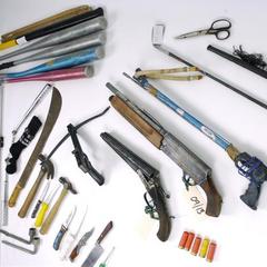 Оружие, изъятое у членов банды Mongrel Mob.
