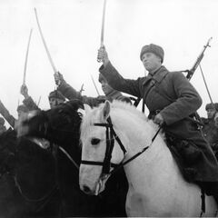 Красные казачьи кавалеристы.