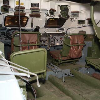 Вид изнутри на отделение управления БТР-60ПБ.