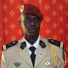 Старший лейтенант-парашютист армии ЦАР в выходной форме.