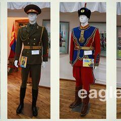 Образцы формы роты почетного караула Монголии, слева-направо: униформа образца 2011 г. (исторический вариант), образца 1970 г., образца 2006 г. и образца 2011 г.