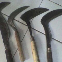 Слева-направо: арит Бендо и три арита Пенгаритана.