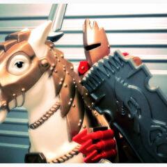 Фигурка Артура на коне.