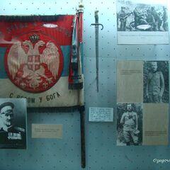 Знамя и оружие полка в музее.