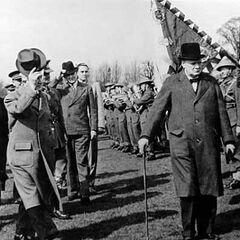 Уинстон Черчилль посещает 1-ю чехословацкую смешанную бригаду.