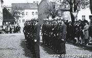 1935.Wreczenie sztandaru gostynskiej ORMO (Ochotniczej Rezerwie Milicji Obywatelskiej)-Rynek w Gostyniu, 1 maja 1966r.