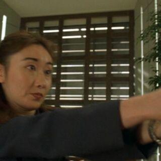 Женщина-агент PSIA с револьвером <a class=