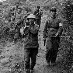 Сопровождение пленного вьетнамца, 1979 год.