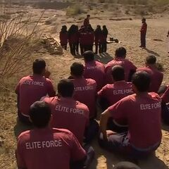 Мужчины-курсанты из Тренировочной академии наблюдают за своими коллегами женского пола, февраль - март 2015 г.