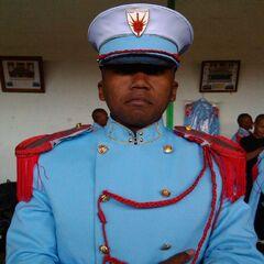 Курсант военной академии Анцирабе в особой парадной форме. На фуражке — эмблема академии.