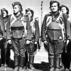 Женщины военнослужащие.