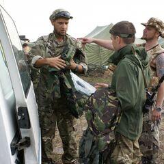Передача бойцам очередной гуманитарной помощи.