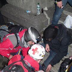 Митингующие с медицинскими навыками помогали пострадавшим.