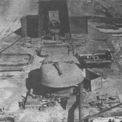 Вид с кормовой части на крышу десантного отсека и рубку