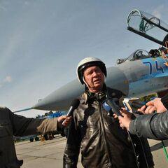 Никифоров в полевой форме летчика.