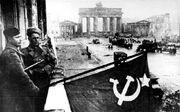 800px-Bundesarchiv Bild 183-R77767, Berlin, Rotarmisten Unter den Linden