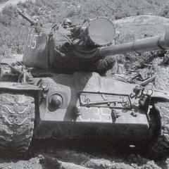 M46, оборудованный прожектором.