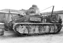 Брошеный при отступлении танк (бортовой номер 42), июнь 1940 г.
