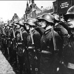 Красноармейцы на параде в Москве.
