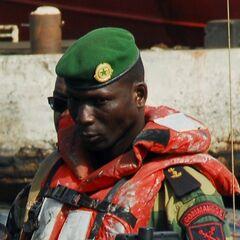 Спецназ ВМС, по французской традиции носит зеленые береты и эмблему слева.