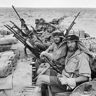 Возвращение с рейда на фашистский аэродром в Северной Африке.
