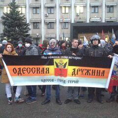 Дружинники под зданием ОГА, 10 марта 2014 г.