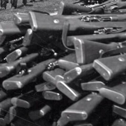 Куча винтовок Mauser 98k, захваченных Норвегией. По состоянию на лето 1945 г., в Норвегии насчитывалось 350 тыс. этих винтовок.