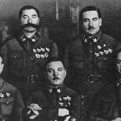 Первые Маршалы Советского Союза. Сидят (слева направо): М. Н. Тухачевский, К. Е Ворошилов, А. И. Егоров. Стоят: С. М. Буденный и В. К. Блюхер. 1935 г.