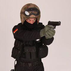 Боец GSG-9 с пистолетом <a href=