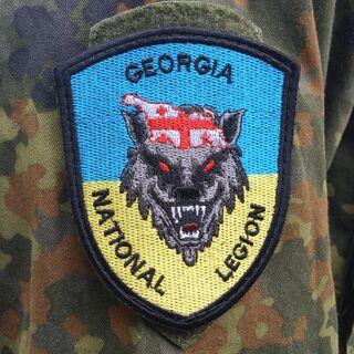 Шеврон легиона на плече.