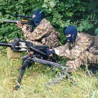 Группа огневой поддержки спецназа. Боец на заднем плане вооружен <a href=
