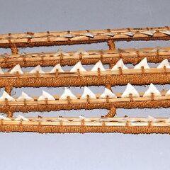 Кирибатийская боевая перчатка с акульими зубами из Британского музея, датирована к. XIX - н. XX вв.