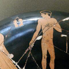 Воин с аментумом на греческом горшке.