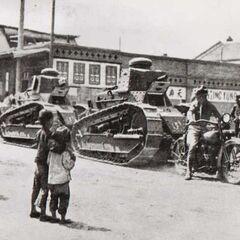 Танки M1917 на улице китайского города.