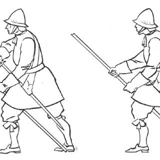Пикинеры выполняют команды: слева - обнажите свои шпаги и направьте пики; Справа - направьте свои пики.