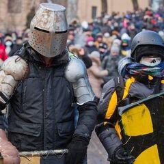 Несколько исторических реконструкторов также посетили Грушевского 19 января, однако в столкновениях замечены не были.