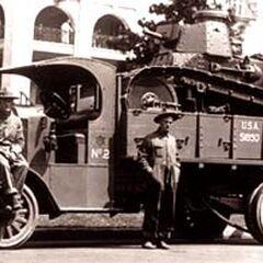 Перевозка танка M1917 на грузовике