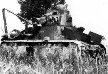 Брошеный при отступлении танк (бортовой номер 1028), июнь 1940 г.