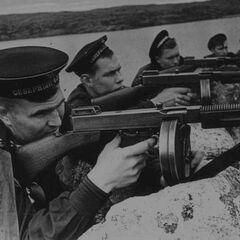 Советские морские пехотинцы с