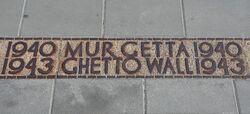 Płyta wskazująca przebieg muru getta