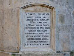 Tablica z historią Katedry na absydzie od strony ulicy Kanonia