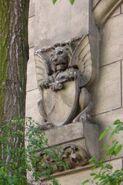 Mokotowska (budynek nr 8, niedźwiedź na bocznej ścianie)
