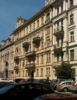 Nowogrodzka (kamienica nr 44, fasada)