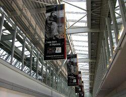 Banery promujące Rok Marii Skłodowskiej-Curie Lotnisko Chopina